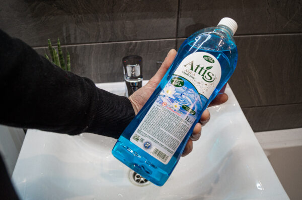 attis-mydlo-w-plynie-zapas-antybakteryjne-niebieskie-3