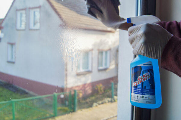 lakma-glass-cleaner-niebieski-plyn-do-mycia-szyb-okien