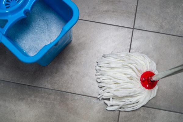 mop-ritorto-bialy-koncowka-niebieskie-wiadro