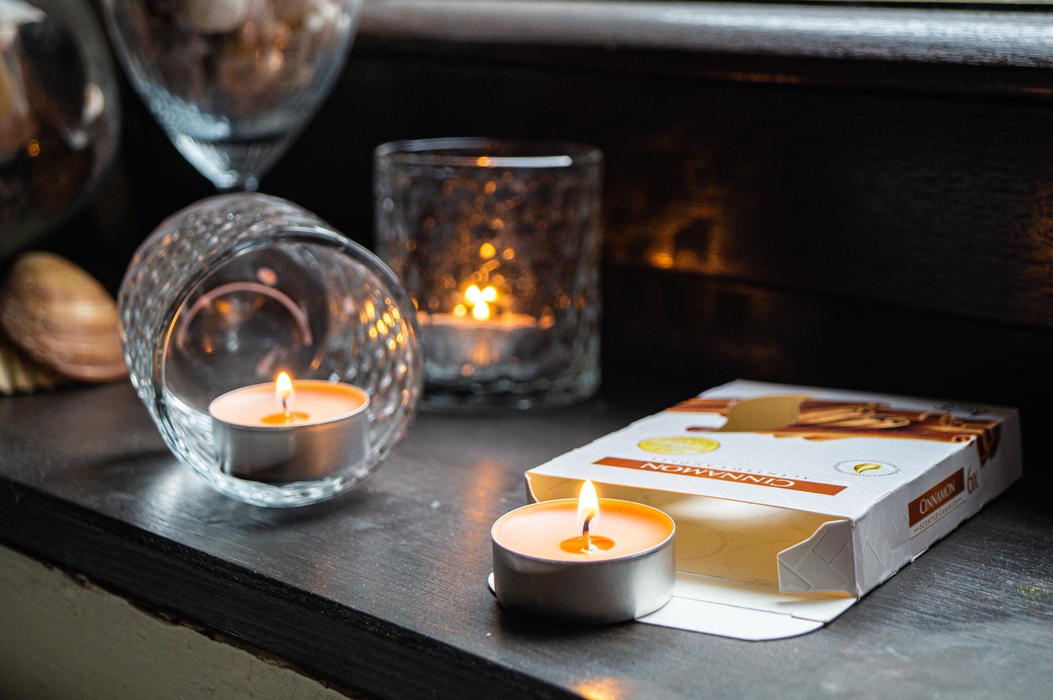 p15-65-cynamon-swieczki-zapachowe-tealight-oslonki-szklane-muszelki