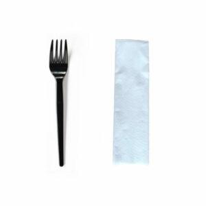 zestaw-serwetka-biala-widelec-czarny-sztucce-jednorazowe-plastikowe